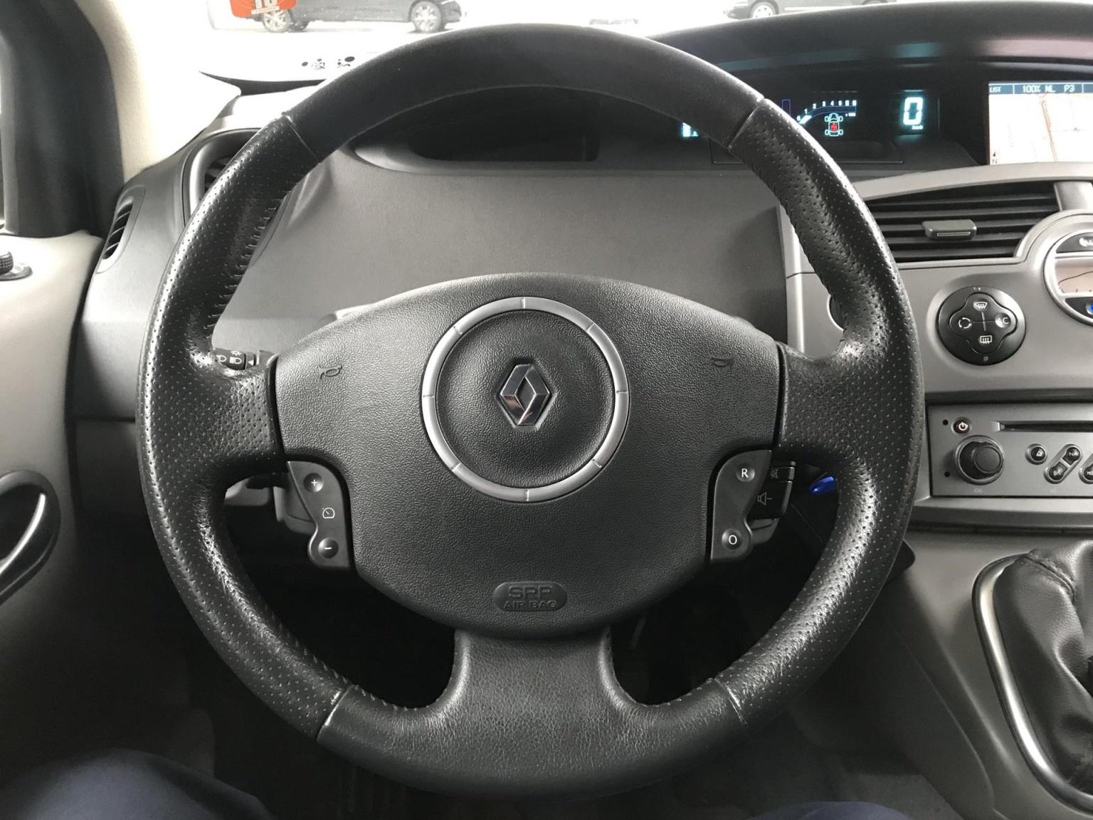 Renault-Scénic-17