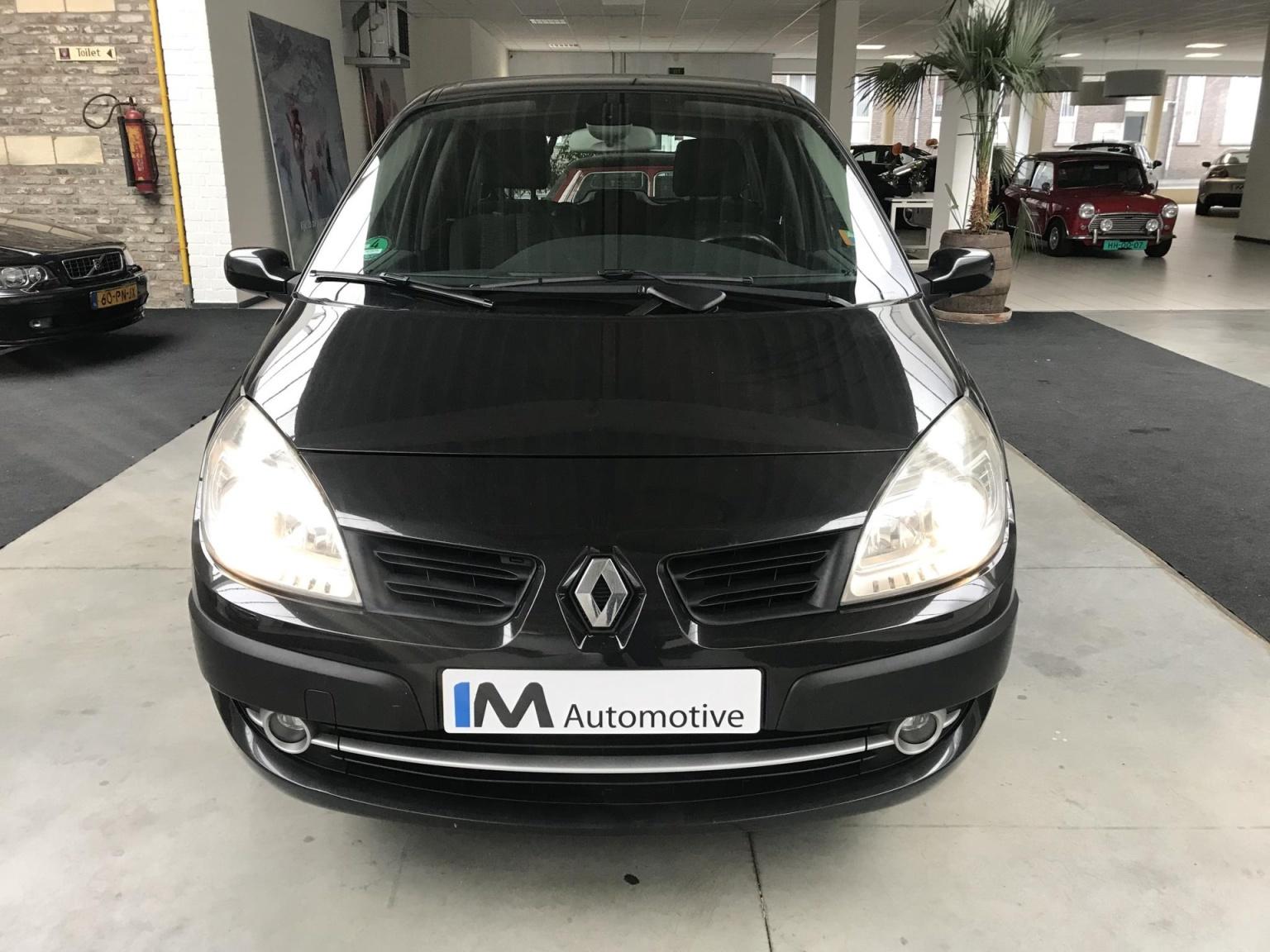 Renault-Scénic-1