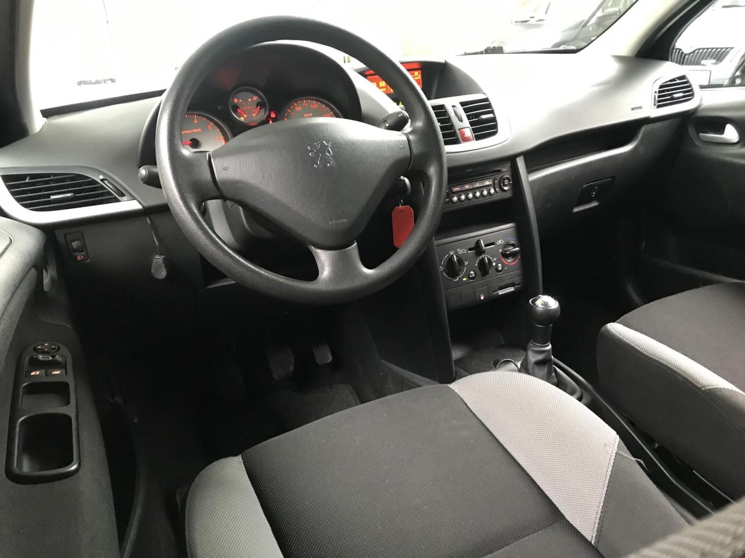 Peugeot-207-16